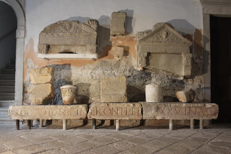 Lapidarij porečkog Zavičajnog muzeja (vlastita fotografija)